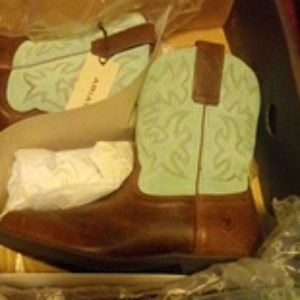 Ariat Shoes - womens ariat cowboy boots brand new